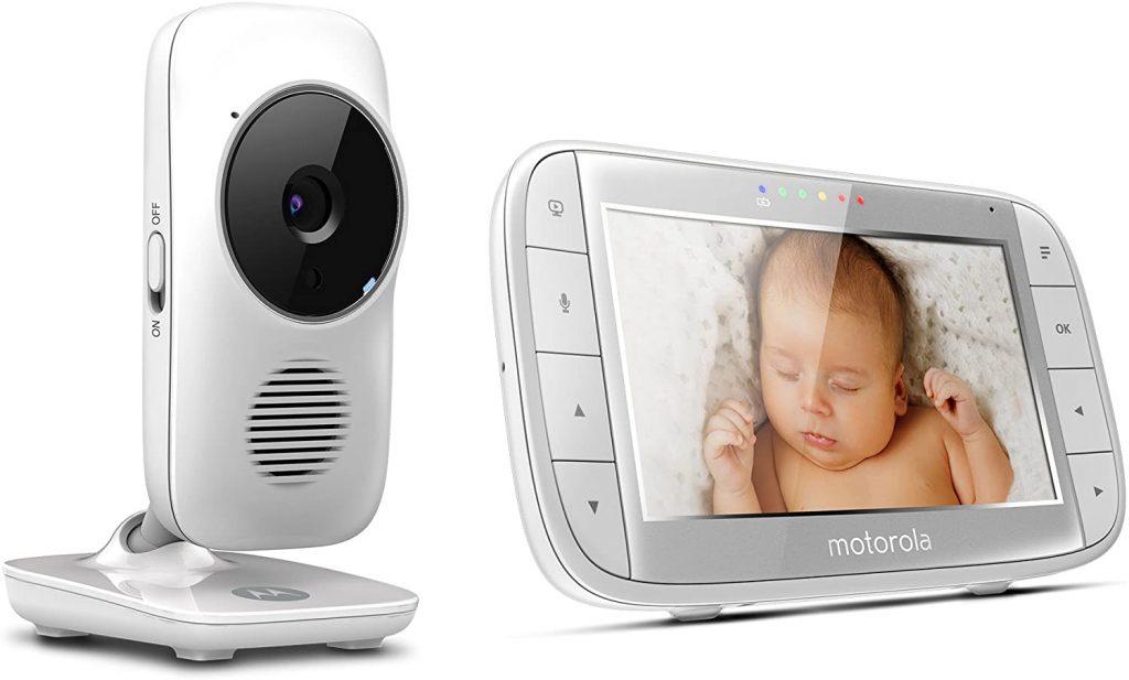 Le babyphone Motorola MBP 48 a un écran couleur de 5 pouces.